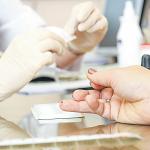Рижанам доступны 8000 бесплатных экспресс-тестов на холестерин и глюкозу