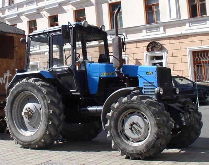 Tractor_Belarus-1221-s